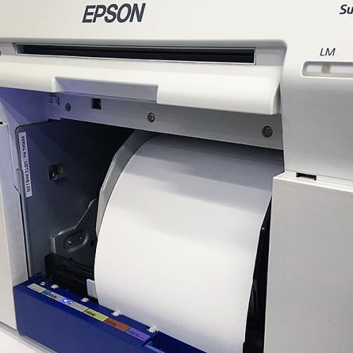 Papier w drukarce.